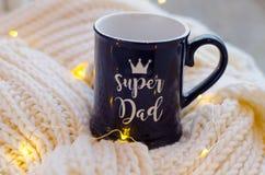 蓝色杯子`超级爸爸` 库存图片