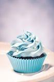 蓝色杯形蛋糕 库存图片
