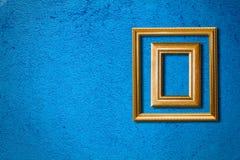 蓝色框架墙壁 免版税库存图片