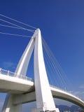 蓝色桥梁天空白色 免版税库存图片