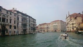 蓝色桥梁意大利轻的叹气威尼斯视图 库存照片
