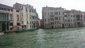 蓝色桥梁意大利轻的叹气威尼斯视图 免版税库存照片