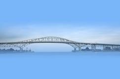 蓝色桥梁水 免版税库存照片