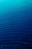 蓝色梯度海水 免版税库存照片
