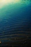蓝色梯度海水 免版税库存图片