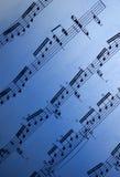 蓝色梯度音乐纸张 免版税库存照片