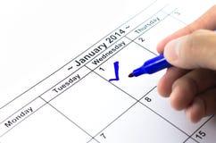 蓝色检查。在日历的标记在2014年1月1日 库存照片