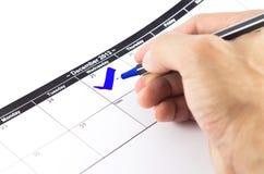 蓝色检查。在日历的标记在2013年12月25日 免版税图库摄影