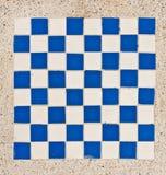 蓝色棋盘瓦片白色 免版税库存图片