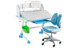 蓝色椅子、蓝色学校书桌、绿色篮子和台灯 免版税库存图片