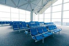 蓝色椅子行 免版税库存图片