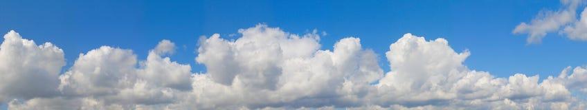 蓝色横向天空 库存图片