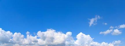 蓝色横向天空 图库摄影