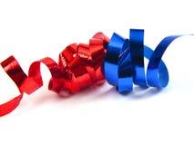 蓝色横穿红色丝带 免版税库存照片