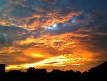 蓝色橙色天空 库存照片