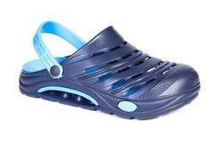 蓝色橡胶拖鞋,为使用在工作和在度假 图库摄影