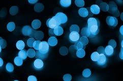蓝色欢乐与许多bokeh光的圣诞节典雅的抽象背景 Defocused艺术性的图象 库存图片