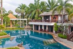 蓝色池在旅馆里 免版税库存照片