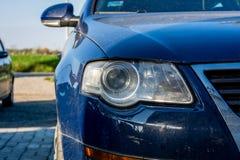 蓝色汽车前面车灯  库存图片