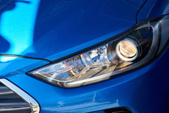 蓝色汽车新的车灯  图库摄影