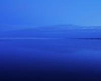 蓝色沙子天空 库存照片