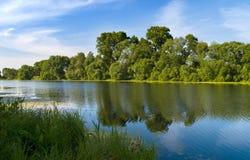 蓝色河天空视图 图库摄影