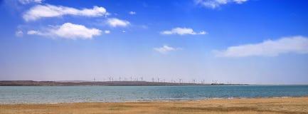 蓝色河天空 库存照片