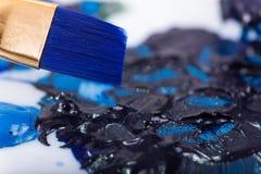 蓝色油漆刷 免版税图库摄影
