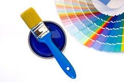 蓝色油漆和样片。 免版税库存照片