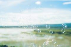 蓝色泡影肥皂结构音调 库存图片