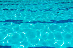 蓝色波纹水 免版税图库摄影