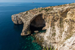 蓝色洞穴洞在马耳他 免版税库存照片