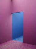 蓝色浅紫色的墙壁 免版税库存照片