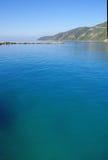 蓝色海、天空和风景 免版税库存照片