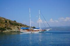 蓝色海乘快艇,咆哮费特希耶, Mugla,土耳其 免版税图库摄影