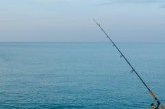 蓝色海在一个晴天 免版税图库摄影