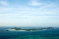 蓝色海岛天空 免版税库存图片