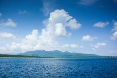 蓝色海岛王国酸值phangan被拍摄的海运天空热带的泰国 库存照片