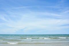 蓝色海岛王国酸值phangan被拍摄的海运天空热带的泰国 库存图片