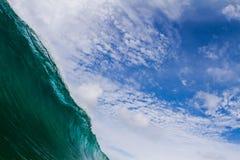 蓝色海波浪和天空抽象背景 在对角构成的美好的海景 免版税图库摄影