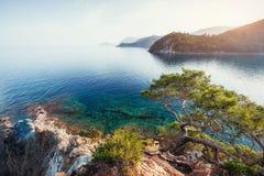 蓝色海波浪地中海在土耳其海岸 图库摄影