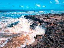 蓝色海洋与在福特莱萨的海滩的热和好日子 库存图片