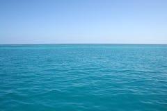 蓝色海洋 免版税库存照片