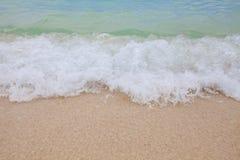 蓝色海软的波浪抽象模糊的背景  库存图片