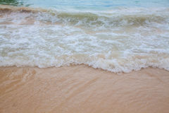 蓝色海软的波浪抽象模糊的背景  库存照片