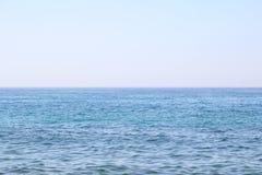蓝色海运和天空 免版税库存照片