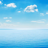 蓝色海运和天空 库存图片