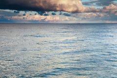 蓝色海运天空风暴暴风雨 免版税库存照片