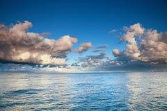 蓝色海运天空风暴暴风雨 免版税库存图片