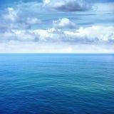 蓝色海运天空 免版税库存图片
